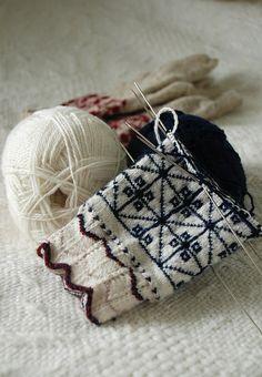 Ravelry: capucino's Pärnu-Jaagupi mittens (Estonian traditional knitting)