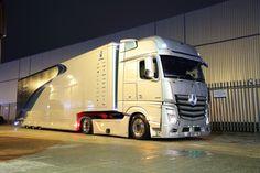 Mercedes Benz 190e, Mercedes Benz Trucks, Red Bull Racing, Truck Design, Car Covers, Commercial Vehicle, Cool Trucks, Heavy Equipment, Courses
