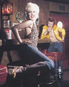 Cyrinda Foxe (and David Bowie) in The Jean Genie. Very sassy Marilyn Monroe meets Ziggy look. David Bowie, Angie Bowie, Brian Duffy, Jean Genie, Bowie Starman, The Rocky Horror Picture Show, The Thin White Duke, San Fernando, Steven Tyler