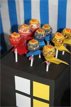 superhero chupachups Leonie's Cakes and Parties . . . . .: SUPERHERO PARTY
