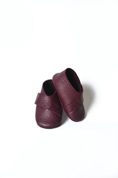 Dark purple baby girl leather shoes by MiniMo on Etsy.