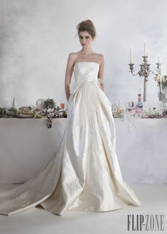 Basil Soda 2014 collection - Bridal - http://www.flip-zone.com/fashion/bridal/the-bride/basil-soda-4640