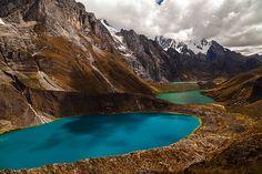 Mirador Hauyhuash in Peru mit wunderschönen Lagunen im Hintergrund  - Reiseinfos: www.chirimyatours.com