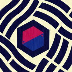 태극기 변형디자인.둥근모양의 태극을 펜타곤으로 바꾸니 단단한 느낌이 나면서도 물결무늬의 4곤이 주변을 부드럽게만들어준다. Korean Art, Asian Art, Korean Tattoos, Visual Communication Design, Korean Design, Logo Restaurant, Portfolio Design, Textile Design, Artsy Fartsy