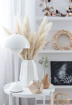 Pampas grass: decoration for the fall - Vasen Deko - Vase ideen Hygge, Autumn Interior, Indoor Flowering Plants, Shabby, Cozy Living Rooms, New Print, Living Room Inspiration, Fall Decor, Beautiful Homes