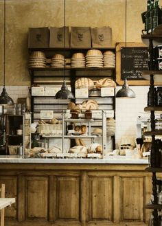 rustic and charming bakery shop {Le Pain Quotidien - Boulangerie & Table Communne} Bakery Cafe, Cafe Bar, Cafe Bistro, Cafe Shop, Rustic Bakery, Vintage Bakery, Bakery Decor, Bakery Kitchen, Bakery Ideas