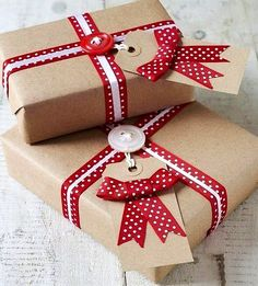 40 Most Creative Christmas Gift Wrapping Ideas – Design Swan Creative Christmas Gifts, Christmas Gift Wrapping, Christmas Tag, Creative Gifts, Christmas Presents, Holiday Gifts, Christmas Crafts, Christmas Decorations, Simple Christmas