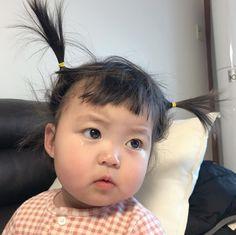 Little Boy And Girl, Cute Little Baby, Little Babies, Baby Love, Cute Asian Babies, Korean Babies, Asian Kids, Cute Baby Meme, Japanese Babies