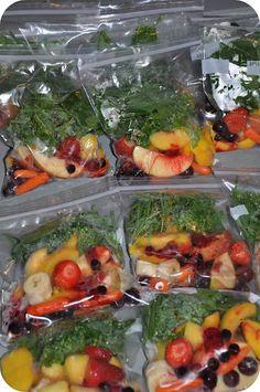Как сделать заготовки для фруктово-овощных смузи на всю неделю за 30 минут. Быстрые коктейли из замороженных овощей и фруктов для здорового питания.