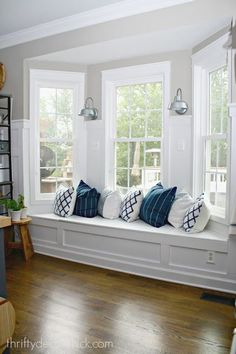 Window seat and built ins reveal befores middles and - Window seat bay window ...
