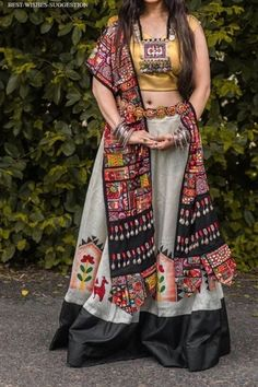 In this post, you can find many best Navratri Dress Images and Navratri Outfit. Chaniya Choli Designer, Garba Chaniya Choli, Garba Dress, Navratri Dress, Lehnga Dress, Bridal Lehenga Choli, Lehga Choli, Choli Designs, Lehenga Designs