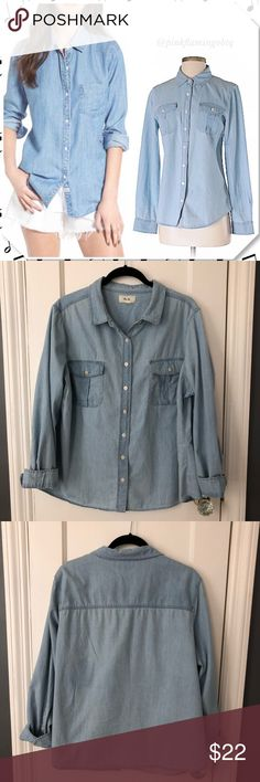 """Blue Denim Chambray Button Down Per Se by Carlisle Blue Denim Chambray Buttondown top Per Se by Carlisle. Light button down top with pearl color buttons, double breast pockets, and buttoned cuffs. Darting on the side chest to allow movement of the girls and prevent gaping of buttons. Good gently used condition. No rips stains or holes. Missing size tag but is a size XL. Photos are best descriptors. Purchased at Macy's. Approximate Measurements Chest 24"""" (flat) Length 26"""" Per Se Tops Button…"""