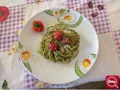 #Spaghetti al pesto casareccio. Scopri la #ricetta su www.acook.it. Segui i gustosi piatti dei #cuochi di acook e vota i tuoi preferiti. #BuonAPPetito
