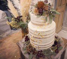 wedding decoration designerさんはInstagramを利用しています:「【Main table】 お花の贅沢使い やっぱりお花を挿してる瞬間が一番ワクワクして無心になれる時♡ もこもこフワフワのスモークツリーが使えるこの装飾が出来るのは6月☝️ June brideがオススメです( ¨̮ )」