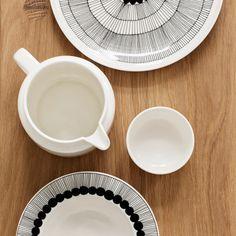Siirtolapuutarha plate Ø 25 cm, from Marimekko by Sami Ruotsalainen, Maija Louekari Marimekko, Design Online Shop, Side Plates, Ceramic Plates, 6 Packs, Handmade Pottery, Fine China, Danish Design, Home Decor Items