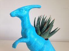 Macetero animal dinosaurio. Encuéntranos en FB www.facebook.com/ohmylove.bazar o Instagram @ohmylovebazar