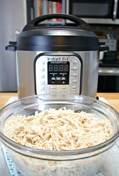 You can cook juicy, delicious chicken from frozen in an Instant Pot. You can cook juicy, delicious chicken from frozen in an Instant Pot in just 20 minutes to use in tons of different recipes. Instant Pot Pressure Cooker, Pressure Cooker Recipes, Pressure Cooking, Slow Cooker, Yum Yum Chicken, Baked Chicken, Ip Chicken, Pulled Chicken, Marinated Chicken
