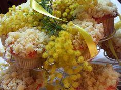 Cupcakes mimosa dedicati alle donne per l'8 marzo  un omaggio alla mimosa fiore della festa della donna  un cupcake soffice con crema agli agrumi e decorazione