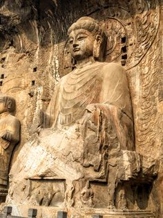 195. Longmen caves. Luoyang, China. Tang Dynasty. 493–1127 C.E. Limestone. -Detail – Vairocana Buddha, disciples, and bodhisattvas, Fengxian Temple, Longmen Caves, Luoyang, China, Tang dynasty, complete 676. Limestone, Buddha, 44' high. © Marsha K. Russell 2015