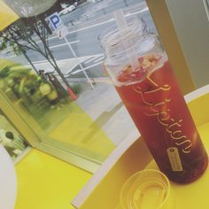リプトン限定ボトルGET♡  #表参道 #omotesando #フルーツインティー #fruitsintea #どれにする? #なにいれる?#氷がぁるかぎり #ぉかわり #自由 #けど #以外に #飲めなぃ (笑)