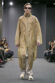 Male Fashion Trends: Balenciaga Fall-Winter 2017 - Paris Fashion Week
