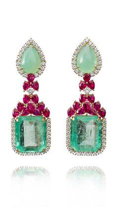 Farah Khan — так называется ювелирная компания известной индийской актрисы Фары Хан. Они создают великолепные ожерелья, серьги, браслеты из бриллиантов, рубинов, резных аквамаринов и бирюзы, а также редких неограненных изумрудов и голубых сапфиров. Её украшения, естественно, обладают неповторимым индийским колоритом. При создании украшений используются древние индийские техники резьбы по драгоценным камням.