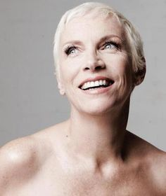 annie lennox <3 i hope i look this beautiful when i'm 55...Best voice ever!!!