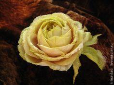 Цветы из шелка. Брошь СТАРОАНГЛИЙСКАЯ РОЗА. Индийский шелк Dupion - индийский шелк