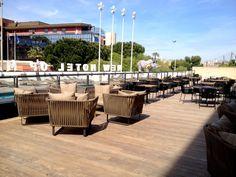 La nouvelle terrasse d'été du New Hotel Of Marseille. Outdoor Furniture Sets, Outdoor Decor, Table Decorations, Design, Home Decor, Terrace, Decoration Home, Room Decor, Dinner Table Decorations