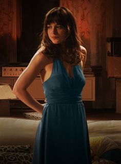 Anastasia, nuevas fotos. En su departamento brindando por aceptar el contrato.