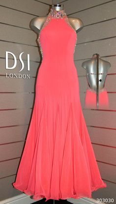 I am in love with this dress! Click to magnify/shrink