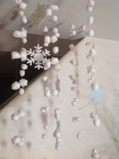 Cotton ball snow with glitter, for a frozen or white Christmas party