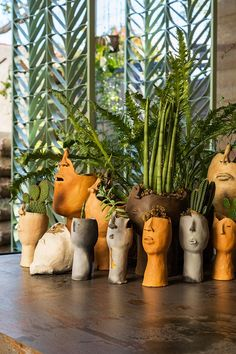 Nature indoors - vases of heads - Casacor SP - Nature indoors – vases of head. - Nature indoors – vases of heads – Casacor SP – Nature indoors – vases of heads – Casacor - Diy Clay, Clay Crafts, Diy And Crafts, Upcycled Crafts, Clay Art Projects, Ceramics Projects, Pottery Designs, Pottery Art, Ceramic Pottery
