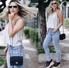 Mix de clássicos com tendências ✨ Mayara Castilho sempre arrasa nas produções #DiorSplit #dior #split #ootd #chanelbag #chanel #look #outfit #sunglass #oculos Sunnies, Dior Sunglasses, Dior Split, Boyfriend Jeans, Mom Jeans, Marc Jacobs, Armani Designer, Fashion Poses, Prada
