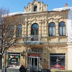 Комерційний будинок з вікнами-вітринами на вул Лесі Українки, 5