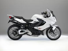 BMW F 800 GT. I love a white bike