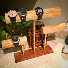 Stand for a gentleman's watch collection Watch Storage, Diy Storage, Creative Wall Decor, Watch Diy, Cute Sewing Projects, Wood Shop Projects, Watch Holder, Wooden Diy, Jewellery Display