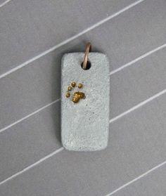 Beton-Anhänger mit Pfoten-Motiv  von Structallic - Schmuck mit *Akzent* auf DaWanda.com #diyjewelry