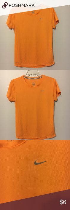 Nike workout top Nike workout top . Lightweight material Nike Tops