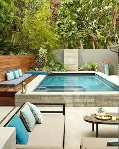 Enjoying Backyard Landscaping Design Ideas With Small Pool To Have – backyard design ideas Amazing Swimming Pools, Small Swimming Pools, Small Pools, Swimming Pools Backyard, Swimming Pool Designs, Small Backyards, Lap Pools, Pool Decks, Small Inground Pool