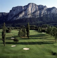 playing #Golf in the mountains: #MondSeeLand, Mondsee-Irrsee with 9 and 18 hole - a dream golf-course for any player in the Austrian #Salzkammergut!