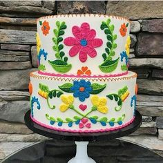 Intricately piped Mexican embroidery in a spring palette Mexican Birthday Parties, Mexican Fiesta Party, Fiesta Theme Party, Mexican Babies, Mexican Embroidery, Embroidery Ideas, Eat Cake, Cake Decorating, Baby Shower