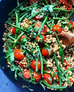 This Green Bean tomato giant cous cous is to die for, its easy, quick and very filling. It's good on its on and can be served warm or cold. Pearl Couscous Salad, Couscous Salad Recipes, Spinach Stuffed Mushrooms, Stuffed Peppers, Jacket Potato Recipe, Making Couscous, Aubergine Recipe, Healthy Menu, Healthy Recipes