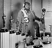 McDaniel, the first African American oscar winner. McDaniel, the first African American oscar winner. Scarlett O'hara, Black History Facts, Black History Month, Rita Moreno, Hattie Mcdaniel, Actor Secundario, Vintage Black Glamour, Oscar Winners, My Black Is Beautiful