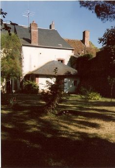 jardin à l'arrière de la maison natale de colette à saint sauveur