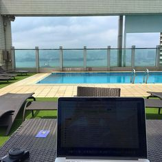http://beachmind.com/sean-ogle/ #beachmind Today's office did not suck. Spent 4 hours on the roof today…had it all to myself. A photo posted by […]