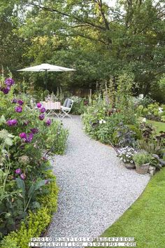 Ideas Gravel Patio Edging Pools For 2019 Patio Edging, Gravel Patio, Cottage Garden Design, Cottage Garden Plants, Back Gardens, Outdoor Gardens, Deco Floral, Traditional Landscape, Garden Planning