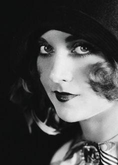 Carole Lombard, 1928.