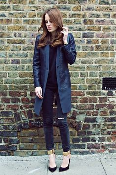 ♔ Made in Chelsea (solid colour/brick wall) Professional Wardrobe, Work Wardrobe, Denim Fashion, Fashion Outfits, City Fashion, Made In Chelsea, Mode Style, Autumn Winter Fashion, Spring Fashion