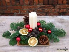 Christmas Advent Wreath, Christmas Candles, Christmas Centerpieces, Merry Christmas Wishes, Christmas Crafts, Christmas Flower Arrangements, Homemade Christmas Decorations, Classy Christmas, Decoration Table